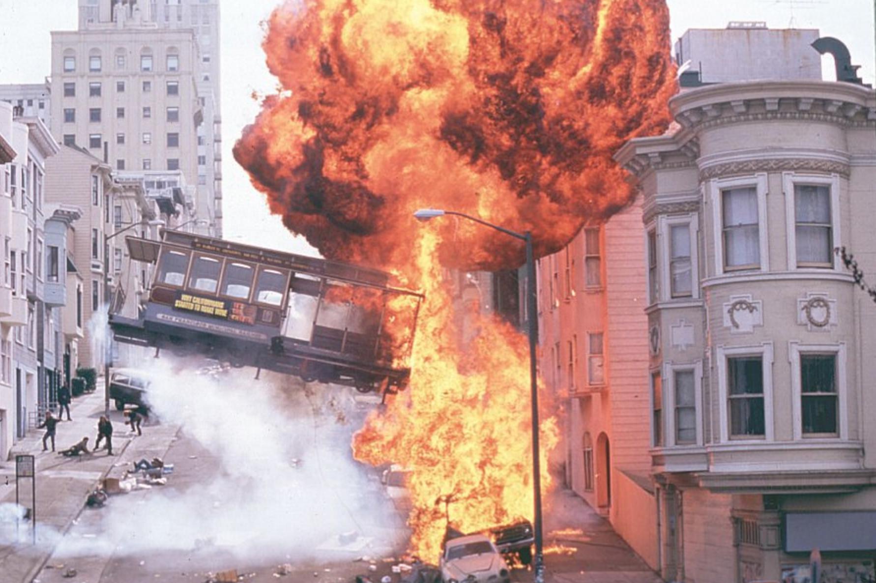 Explosion du tramway de San Francisco dans le film Rock.
