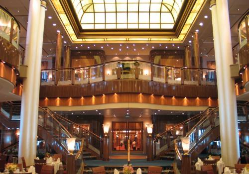 Intérieur très luxueux d'un des restaurant du Queen Mary 2